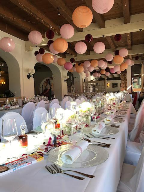 Hochzeitsdinner im Seehaus, Berghochzeit am Riessersee in Garmisch-Partenkirchen, Bayern, Hochzeitshotel, Hochzeitsplanerin Uschi Glas, Apricot, Rosé, Marsalla, Pastelltöne