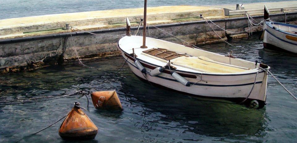 10-Iban-Navarro-Watercolour-Paintings-of-the-Seaside-that-look-like-Photographs-www-designstack-co