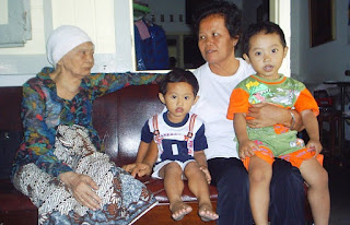 Anak dekat dengan nenek dan tantenya