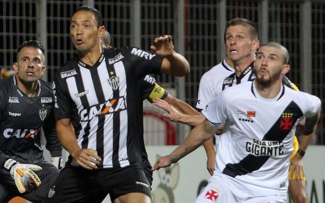 Atlético-MG e Vasco da Gama empatam - Flamengo bate Vitória e diminui  distância para a liderança 76d86f3dbc89e