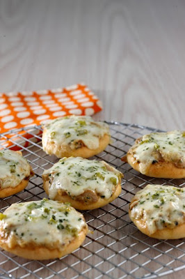 MINI PIZZA MUSHROOM CREAM CHEESE