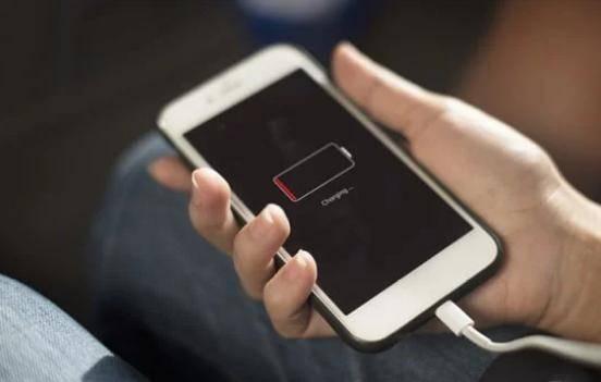charge lagi HP selama 8 jam - Cara Memperbaiki Baterai Smartphone Bocor