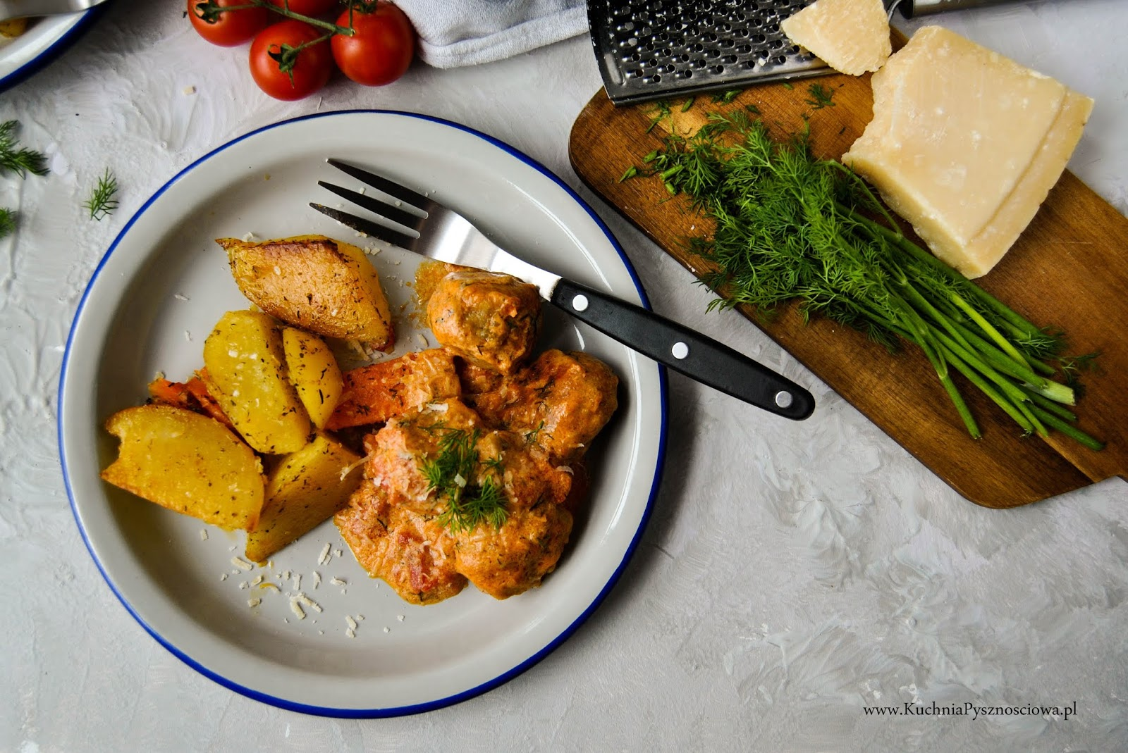 670. Pulpety z indyka w sosie pomidorowym z koperkiem