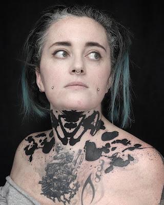 tatouage cou tache encre rorschach olivier poinsignon