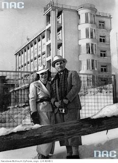 Jan Kiepura z Martą Eggerth przed Patrią w Krynicy 1937