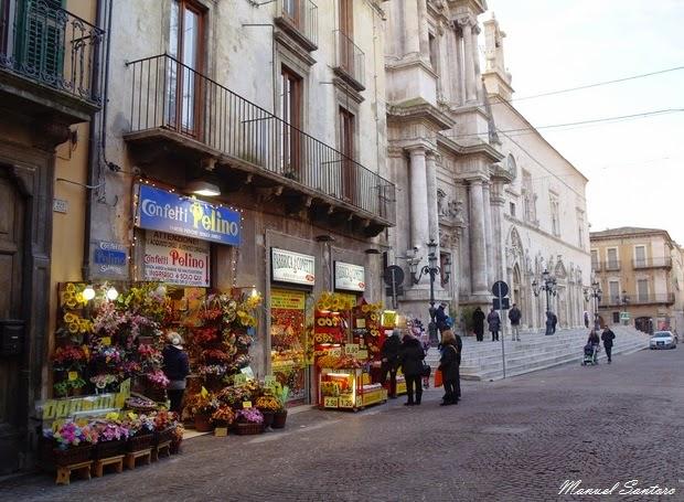 Sulmona, Corso Ovidio. A destra il complesso della Santissima Annunziata