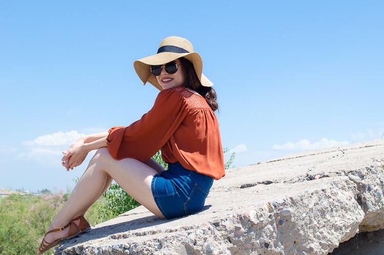 fashion-blogger-diyora-khalilova-diyorasnotes-high-waist-denim-shorts-straw-hat
