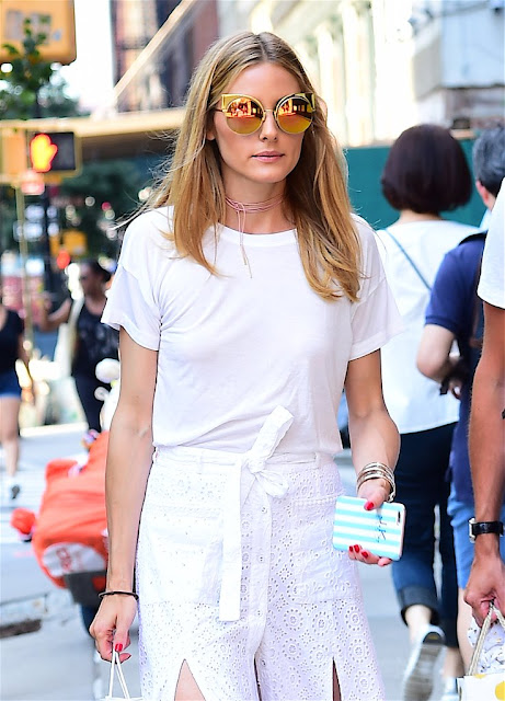 olivia palermo white total look copia lo stile di olivia palermo gonna bianca in pizzo sangallo t-shirt bianca occhiali a specchio outfit olivia palermo agosto 2016 fashion moda street style colorblock by felym mariafelicia magno fashion blogger blog di moda italiani