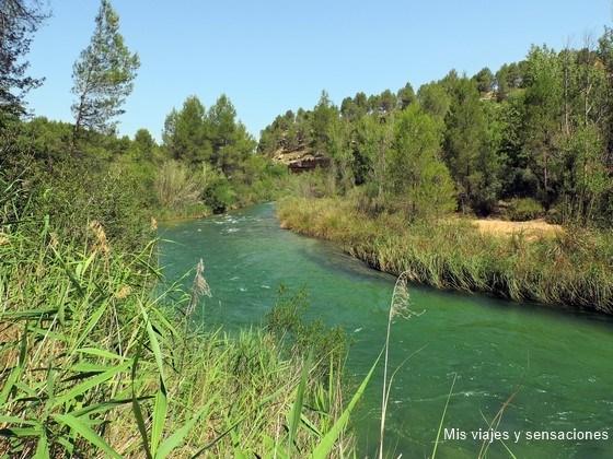 Río Cabriel a su paso por el pueblo de Villatoya (Albacete)
