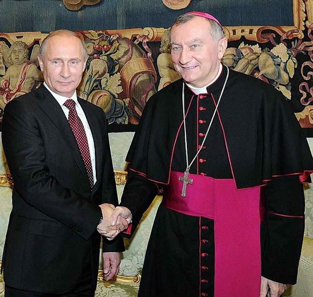 O Cardeal Parolin, Secretário de Estado, estreita a mão de Putin enquanto os católicos gemem pelos maus tratos do amo do Kremlin