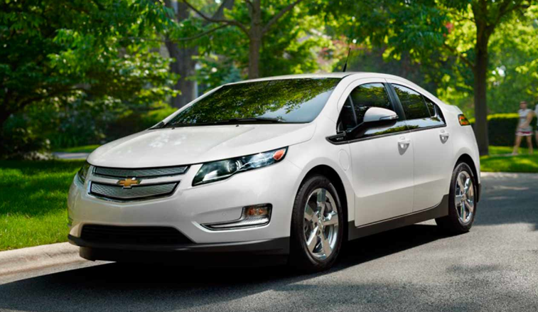 the sustainable couple charging stations the chevy volt the nissan leaf. Black Bedroom Furniture Sets. Home Design Ideas