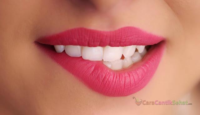 Tips cara memerahkan bibir hitam secara alami dan permanen