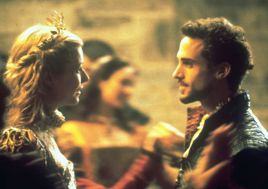 shakespeare in love gwyneth paltrow joseph fiennes