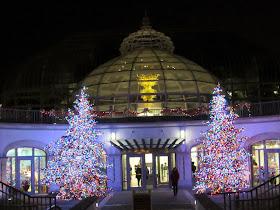 last night we checked out the beautiful holiday displays at phipps conservatory in the oakland section of pittsburgh this place is gorgeous during every