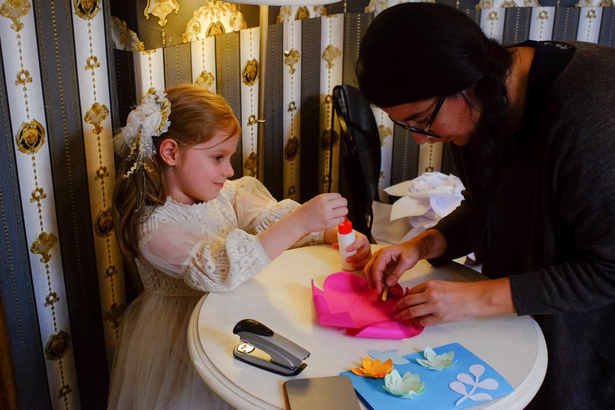 atelier creativ DIY copii adulti Circul Magic flori de hartie Bernschutz Bucuresti