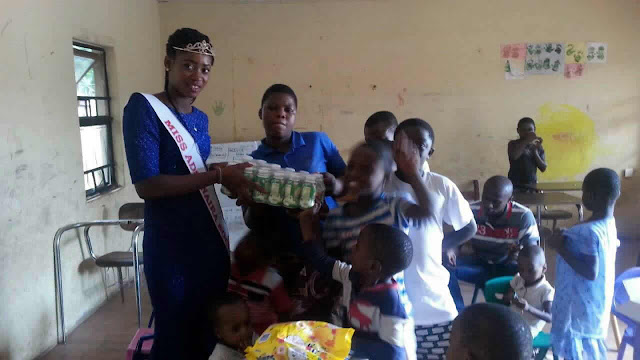 Miss Ads4naira Beauty Queen Okafor Onyinye Celebrate with Kids on Nigeria Independence day (pics)