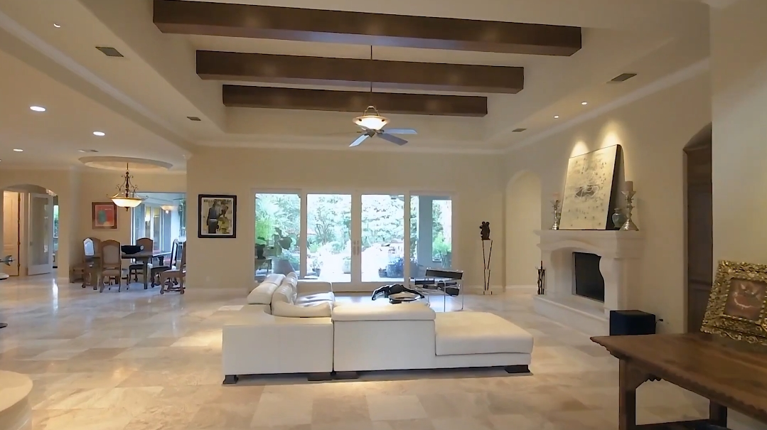 21 Photos vs. 234 Winding Ln, San Antonio, TX Interior Design Luxury Home Tour