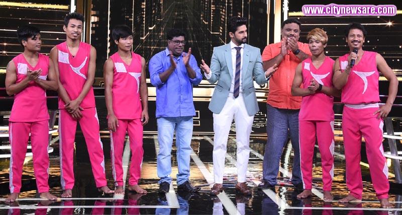 Host Ravi Dubey along with Team Rambo Circus on Sabse Smart Kaun