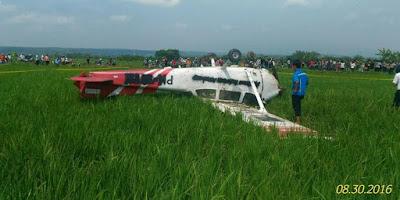 Pesawat Cessna jatuh terbalik di area sawah, 2 orang terluka