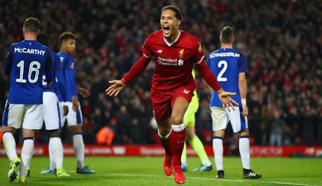 Van Dijk Siap Merasakan Atmosfer Liverpool Melawan Manchester United