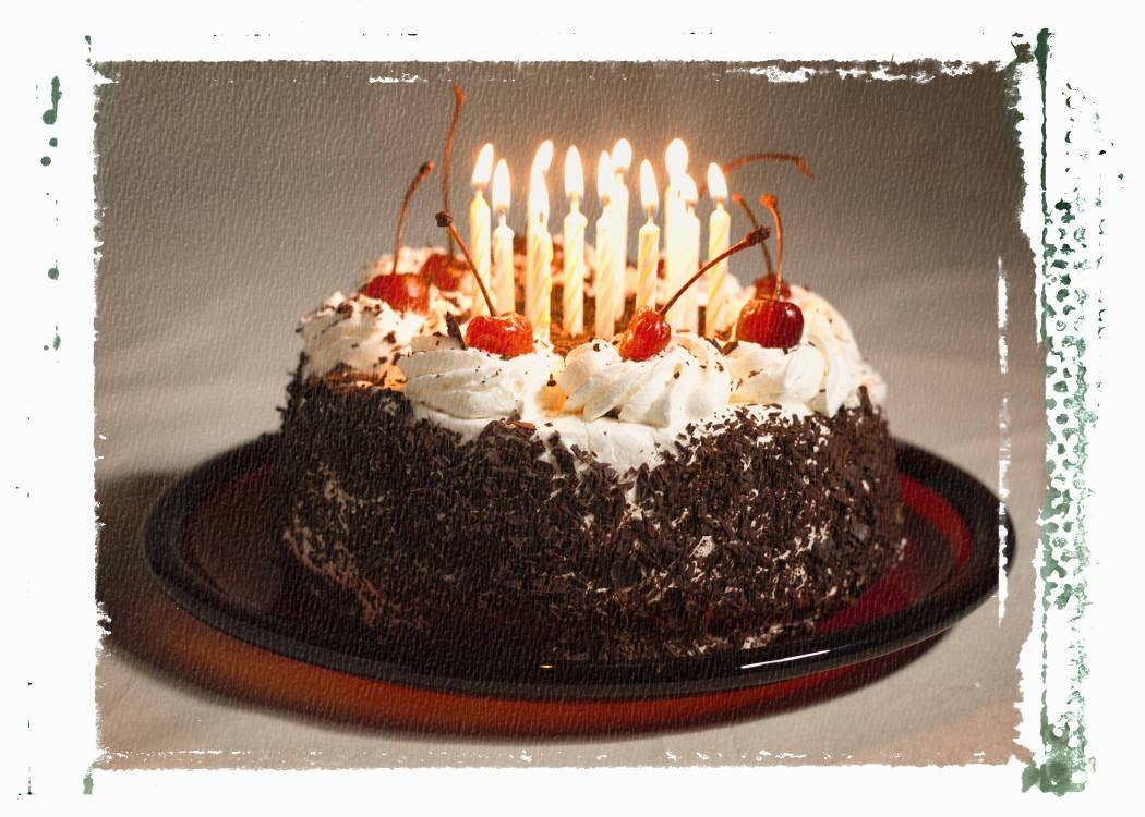 Free wallpapers happy birthday candle and gold light - Beautiful birthday wallpaper ...
