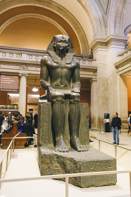 グレートホール(The Great Hall)|Seated statue of Amenemhat II