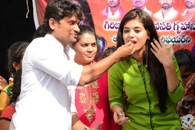 Yamini-bhaskar-birthday-celebrations13