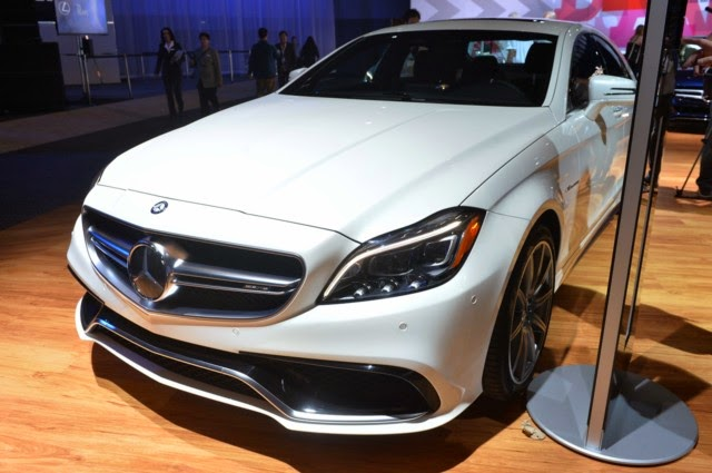 Mercedes Benz CLS63 AMG màu trắng 02