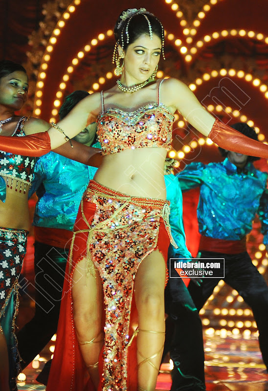 PARVATHI MELTON sizzles for an Item song in Dookudu