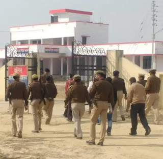 Sp Sultanpur Suspends Police Officers For Mis Conduct