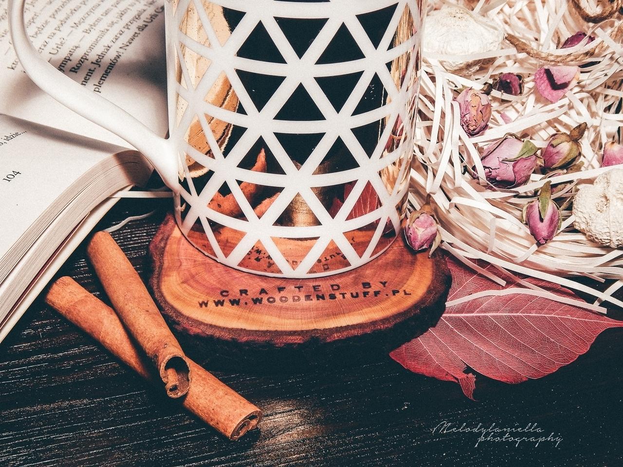 kubki ze zlotymi elementami drewniane dodatki do domu woodenstuff podkladka pod kubek prezent