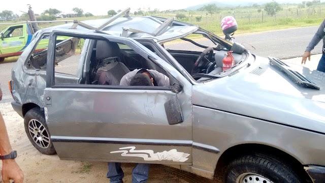 Rafaelense capota veículo na RN 177 entre o s municípios de Encanto e Pau dos Ferros