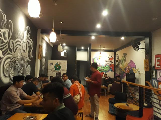Tempat Nongkrong M-Coffe Mamuju, Ngopi dan Lain-lain.