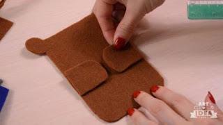 Langkah-langkah kerajinan kain flanel tempat hp berbentuk beruang 4