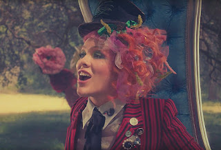 """Pink's Psychedelic """"Just Like Fire"""" Musique Video"""