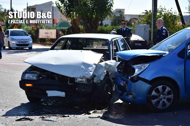 Σοβαρό τροχαίο ατύχημα στο Ναύπλιο με δύο τραυματίες (βίντεο)
