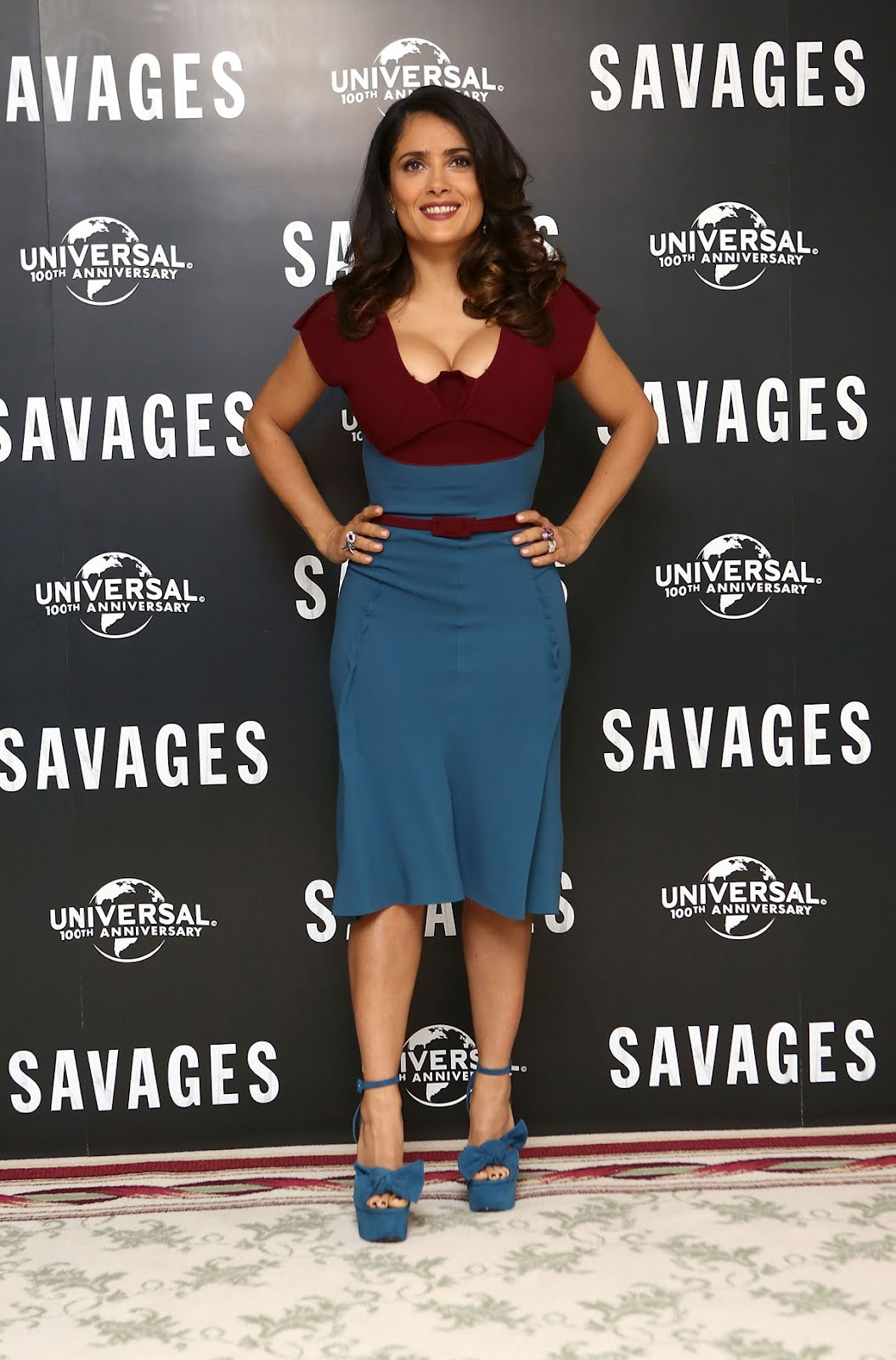 Salma Hayek Shows Cleavage At Savages Photo Call -1323