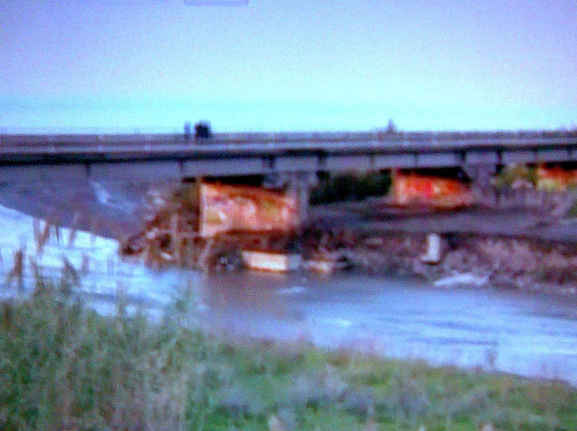 Maltempo zona milazzo chiuso ponte del torrente mela - Del taglia piscine chiude ...