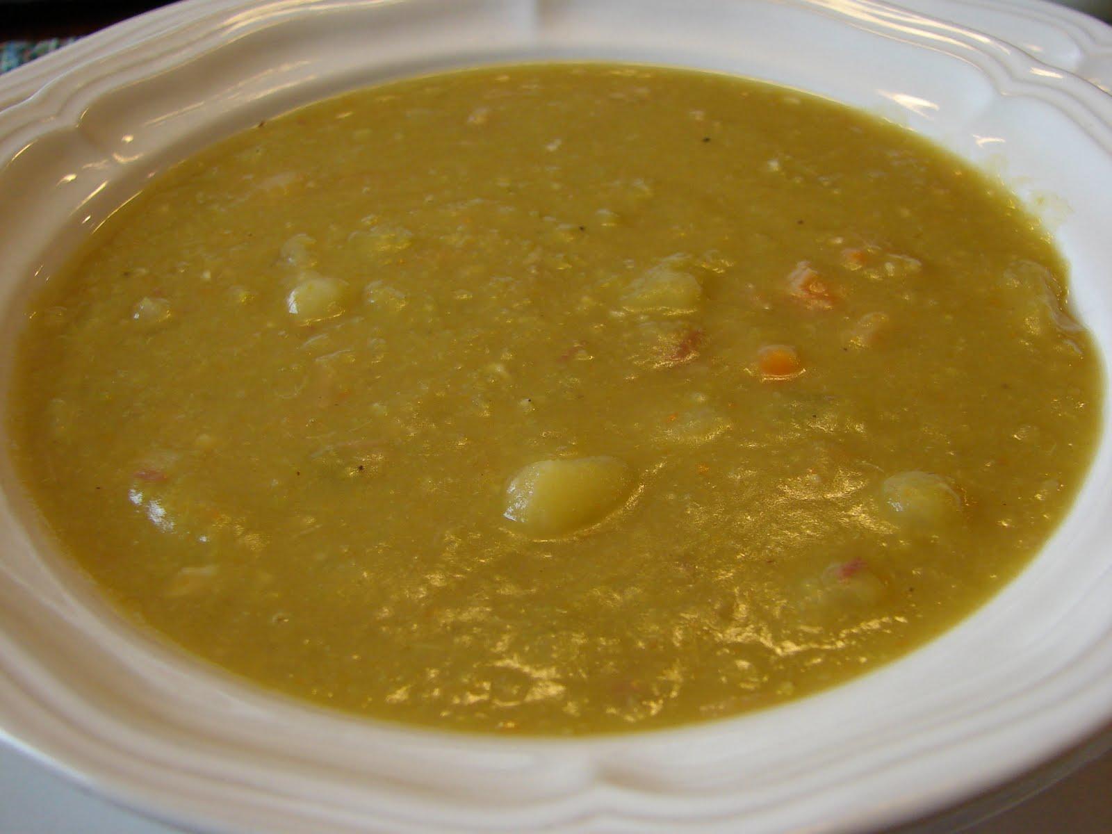Bear in the Kitchen: Crockpot Split Pea Soup