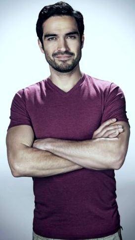 Foto de Alfonso Herrera sonriendo