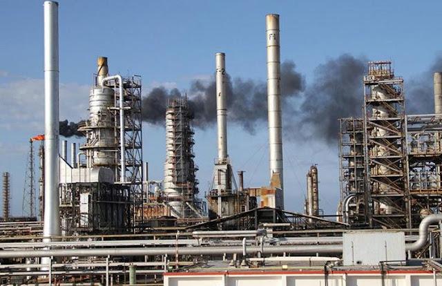 Maduro ordena importar gasolina por problemas en las refinerías de Venezuela
