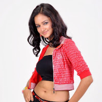 toned body of Shanvi abs showing stills