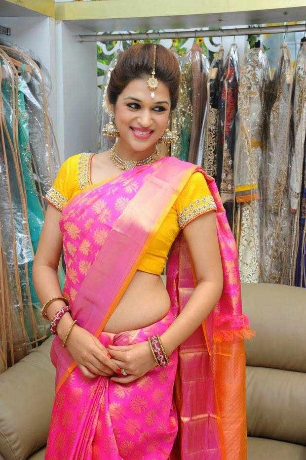 Beautiful Telugu Girl Shraddha Das Stills In Traditional Pink Saree