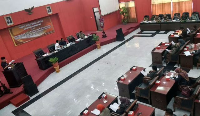 Rapat Paripurna di Kantor DPRD Lumajang. (fit)