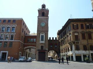 Piazza Municipal de Ferrara.