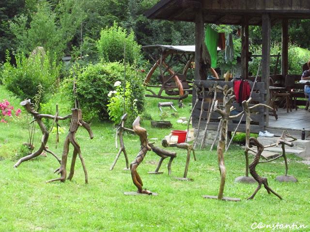 """Tabãra de creaţie de la Pãltinoasa - """"lighioanele"""" meșterului Toader Ignãtescu - blog Foto-Ideea"""