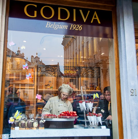 Escaparate de la  chocolateria Godiva en La Grand Place de Bruselas