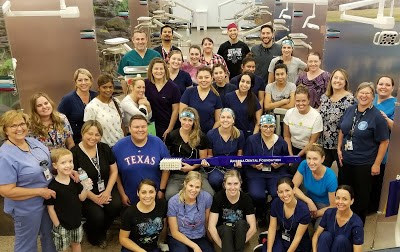 photo of students, staff and program partner volunteers at clinic