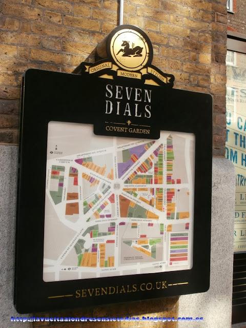 Cartel publicitario de la oferta comercial del barrio de Seven Dials