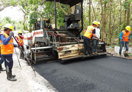 Tinuku Indonesia uses plastic and rubber tires waste for road asphalt